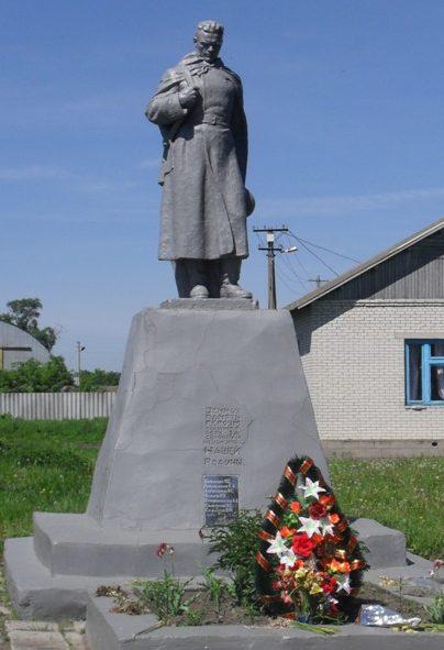 с. Имшана Ямпольского р-на. Памятник, установленный в 1956 году на братской могиле советских воинов и партизан.