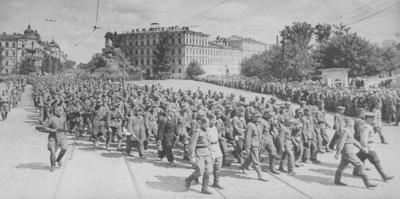 Марш пленных немцев в Киеве. 1944 г.