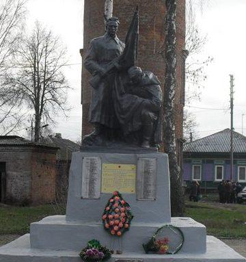 п. Ямполь. Братская могила советских воинов, погибших при освобождении посёлка.