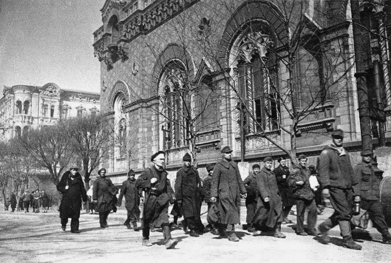 Немецкие и румынские военнопленные в Одессе. 1944 г.