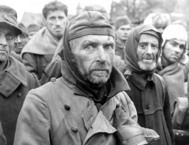 Фольксштурмовцы, взятые в плен войсками 1-го Белорусского фронта. 1945 г.