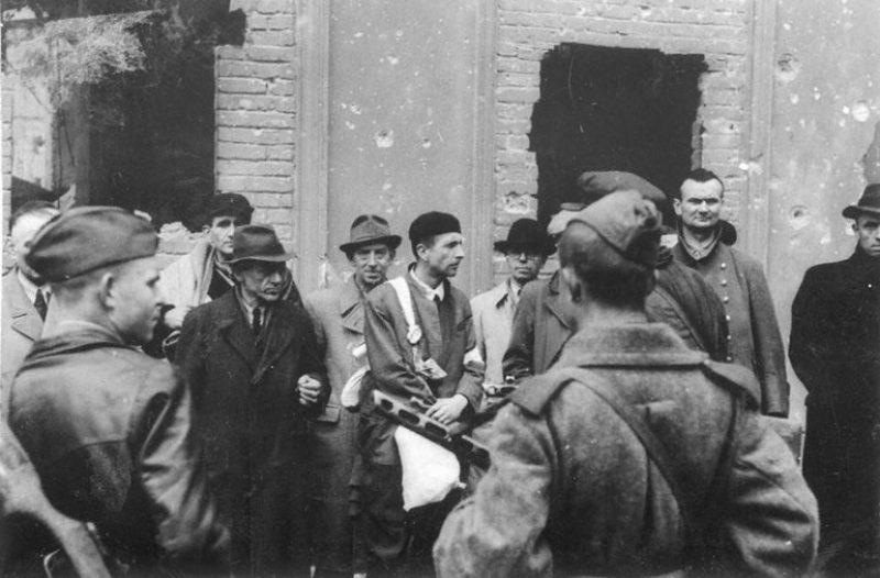 Группа гитлеровцев – видных работников министерства пропаганды, захваченных в плен. Берлин, 1945 г.