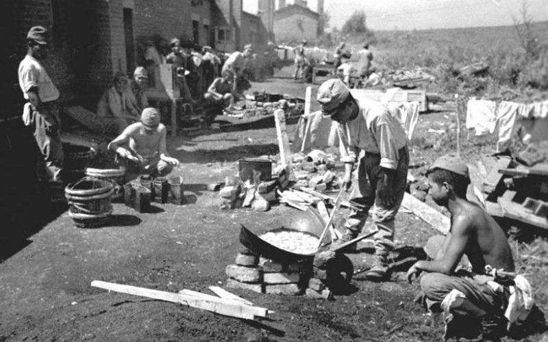 Японские военнопленные в лагере. 1945 г.