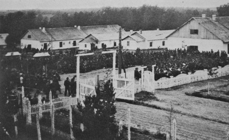 Концерт лагерного оркестра в Грязовецком лагере №150 для немецких военнопленных офицеров. 1946 г.
