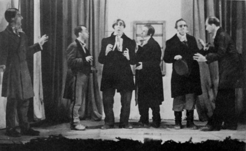 Театральная группа немецких военнопленных репетирует немую сцену комедии Н.В. Гоголя «Ревизор» в Грязовецком лагере №150 для военнопленных офицеров. 1946 г.