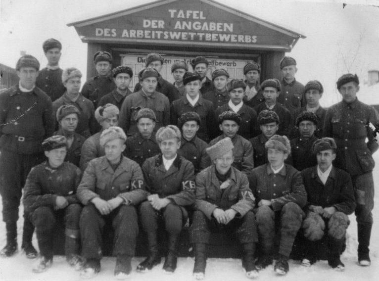 Групповой портрет немецких военнопленных в лагере №207 Молотовской области. 1946 г.
