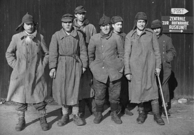 Группа немецких военнопленных, возвратившихся из СССР и прибывших в лагерь Мюнстера в британской оккупационной зоне. 1947 г.