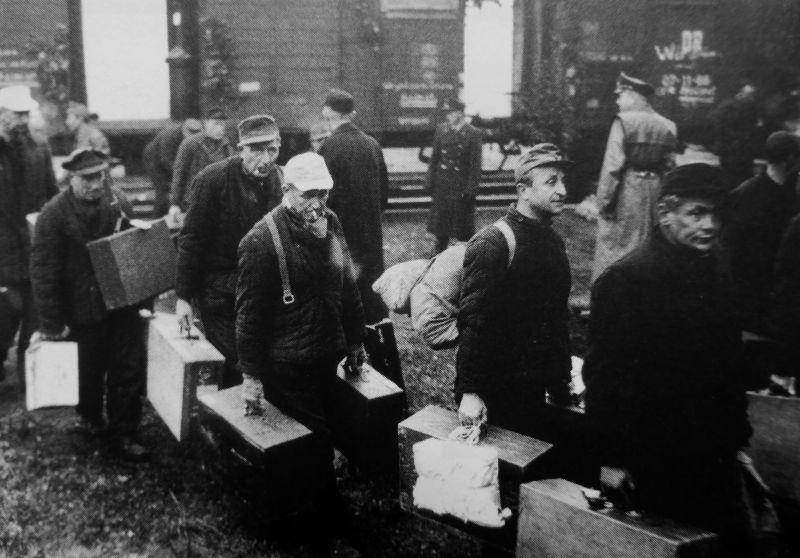 Бывшие немецкие военнопленные, вернувшиеся из СССР в ФРГ. 1955 г.