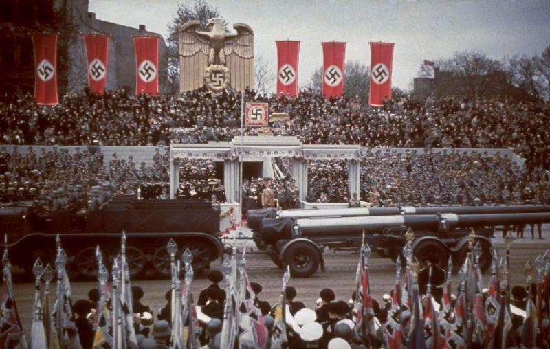 240-мм пушки K3 во время парада в Берлине. Апрель 1939 г.