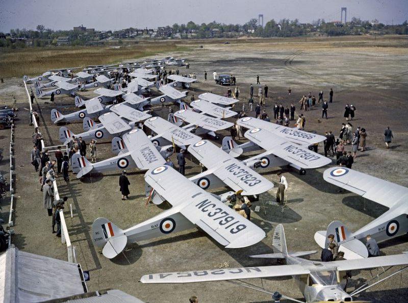 Американские легкие многоцелевые самолеты Пайпер J-3 в аэропорту Аллентауна. Апрель 1941 г.