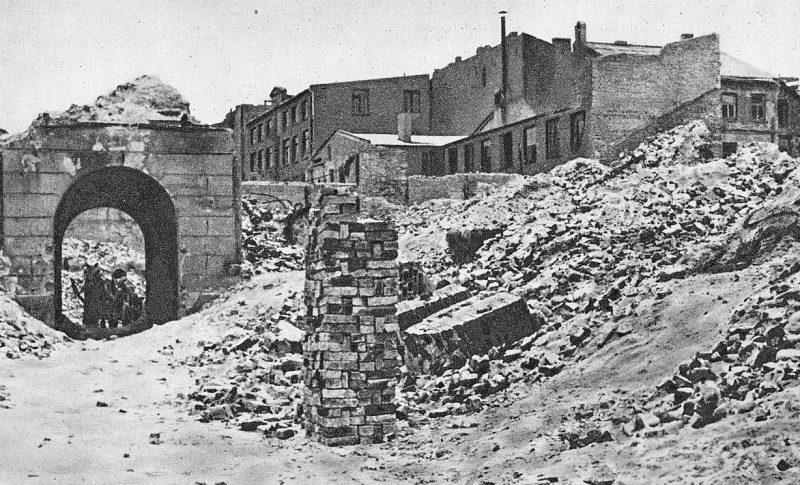 Руины многоквартирного дома на Тварде 22, где в ночь с 31 декабря 1943 года на 1 января 1944 года был основан КРН.