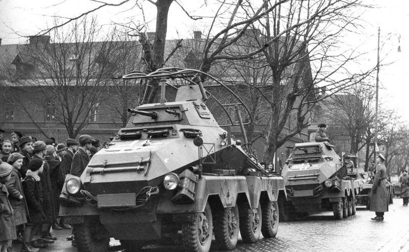 Тяжелые бронеавтомобили Sd.Kfz. 231 в Моравской Остраве. Март 1939 г.