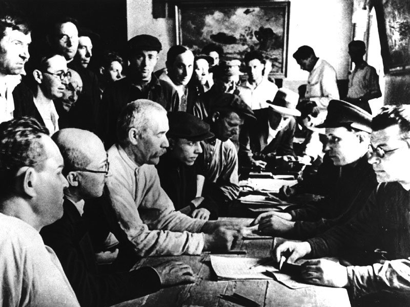 Запись в ряды народного ополчения. Москва 1941 г.