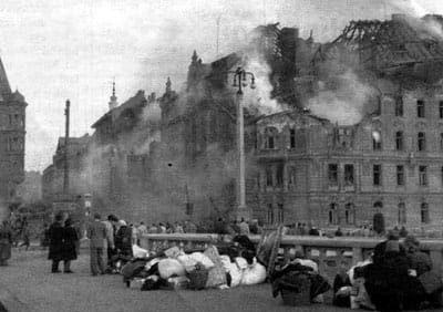 Прага после бомбардировки.
