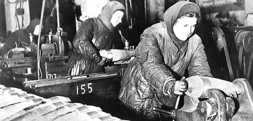 Для них увеличили подоходный налог на время войны.