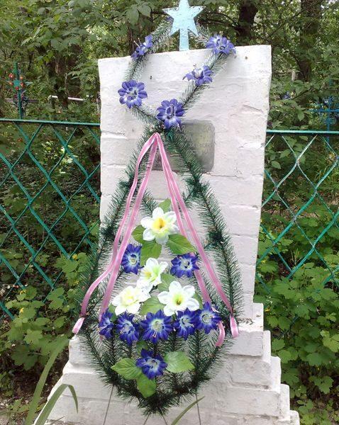 с. Авдеевка Куликовского р-на. Братская могила неизвестных воинов, погибших при освобождении села в 1943 году.
