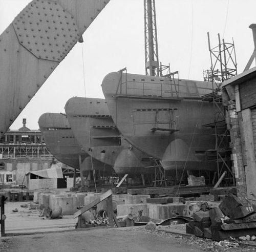 Незавершенные немецкие подводные лодки, брошенные на верфи «Blohm and Voss».