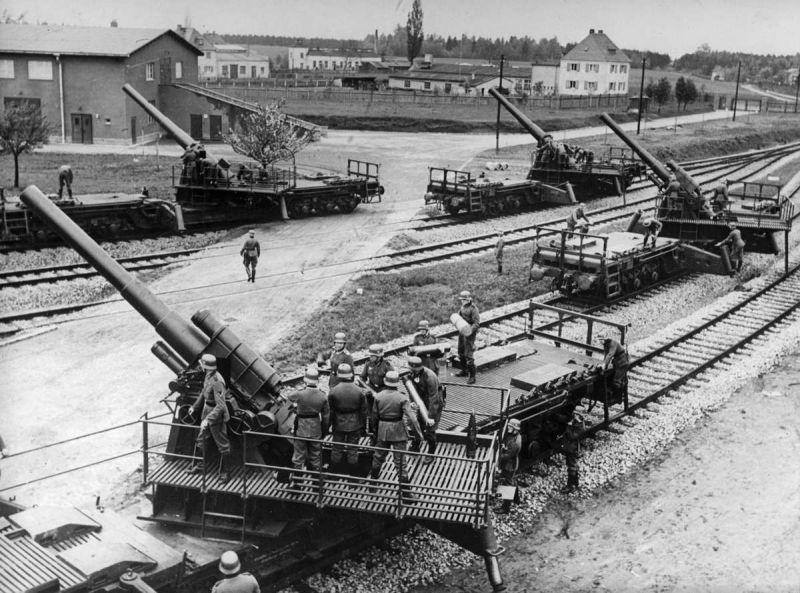 Расчеты 150-мм и 170-мм железнодорожных пушек К (Е) во время польской компании. Сентябрь 1939 г.