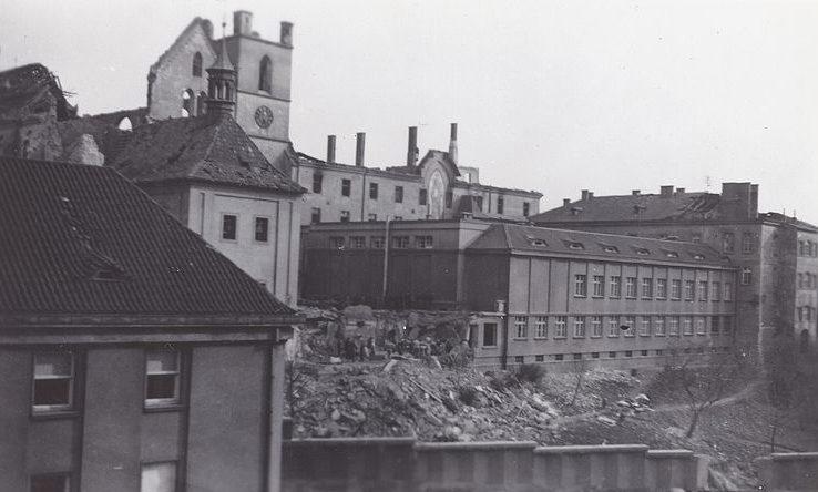 Разрушение в Праге.