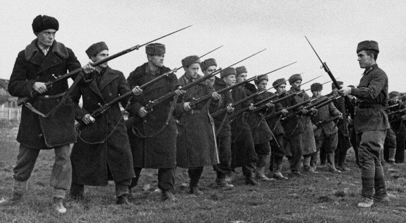 Обучение рабочих батальонов.