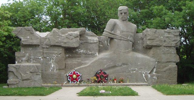 Центральный монумент мемориала.
