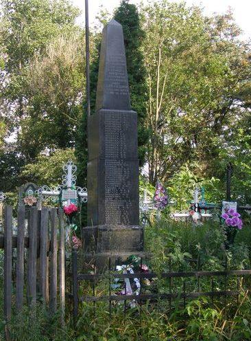 с. Будище Куликовского р-на. Памятный знак погибшим односельчанам, установленный в 1967 году.