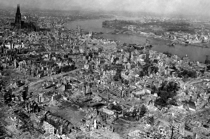 Виды разрушенного Дрездена.