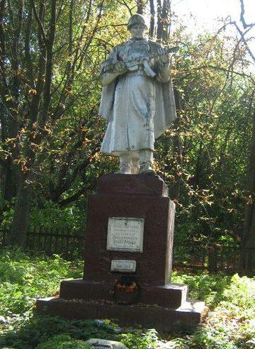 с. Великая Весь Репкинского р-на. Памятник, установленный в 1959 году у братских могил воинов, павших при обороне и освобождении села.