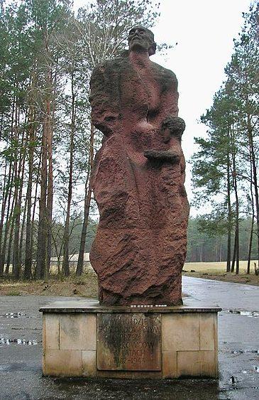 Монумент в Собиборе. Надпись на постаменте гласит: «В память об убитых нацистами в 1942-1943 годах».