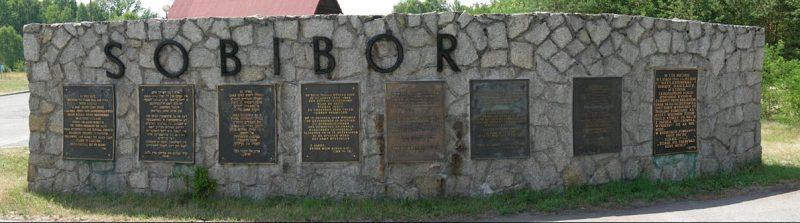 Мемориал на месте лагеря.