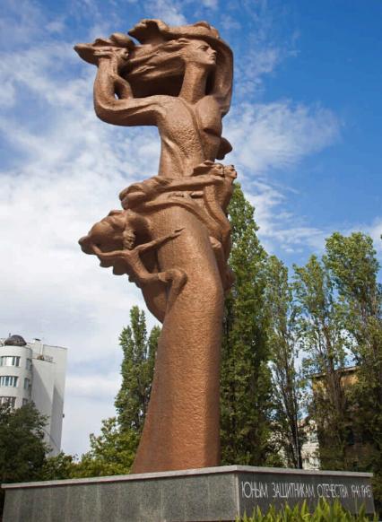 г. Ставрополь. Памятник «Юным защитникам Отечества», сооруженный в 1998 году. Скульптор - Н. Ф. Санжаров.