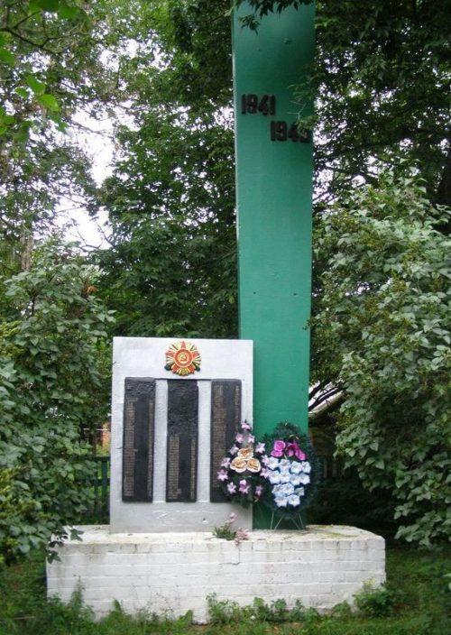 с. Великий Злиев Репкинского р-на. Памятник погибшим односельчанам, установленный в 1969 году.