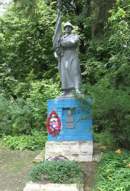 с. Великое Устье Сосницкого р-на. Братская могила воинов, погибших при обороне села в 1941 году.