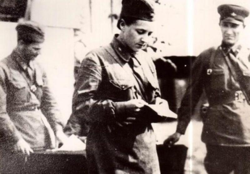 Ополченцы дают присягу, г. Гатчина. Июль 1941 г.