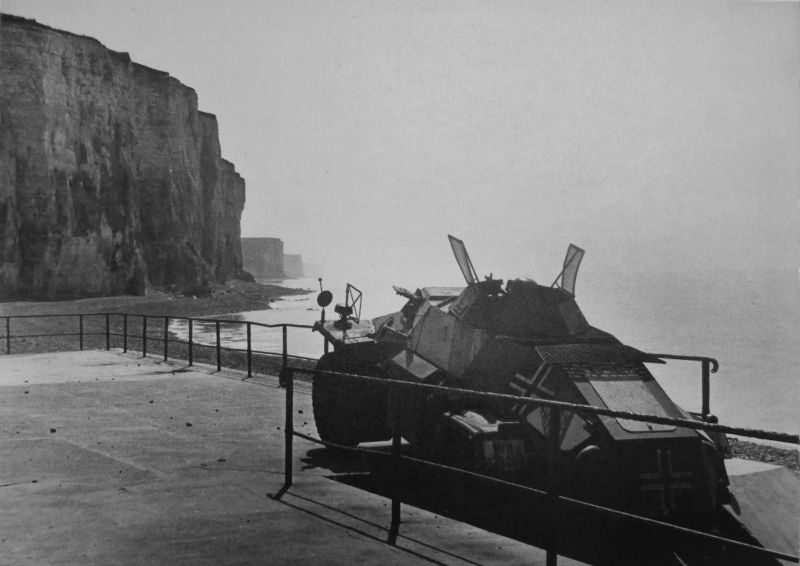 Легкий бронеавтомобиль Sd.Kfz. 221 на берегу Ла-Манша. Июнь 1940 г.