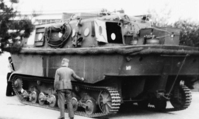 Плавающий бронетранспортёр и тягач LWS. 1940 г.