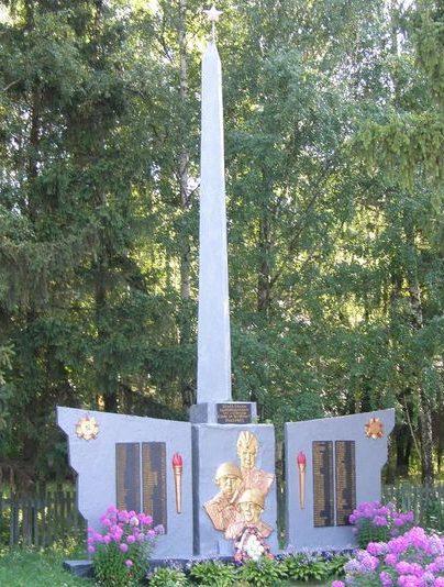 с. Пекарев Сосницкого р-на. Памятный знак погибшим односельчанам.