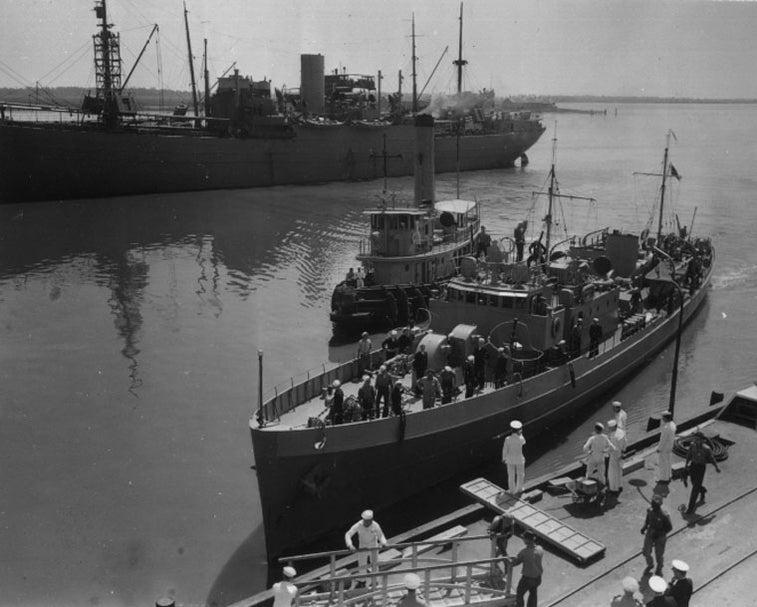 Катер береговой охраны «Икар» на военно-морской верфи Чарльстона. Южная Каролина, 1941 г.