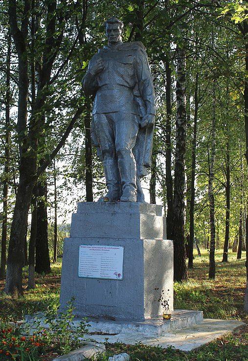 с. Вербовка Репкинского р-на. Памятник, установленный в 1965 году на братской могиле, в которой похоронено 67 воинов, погибших при освобождении сел Вербовка и Аткильня.