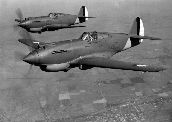 Истребители Р-40 «Вархаук» в полете. 1941 г.