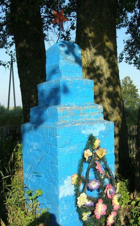 с. Грабовка Куликовского р-на. Братская могила неизвестных воинов, погибших в боях за село.