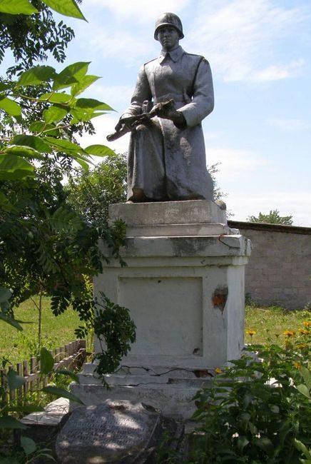п. Сосница. Братская могила воинов, погибших при освобождении поселка в сентябре 1943 году.