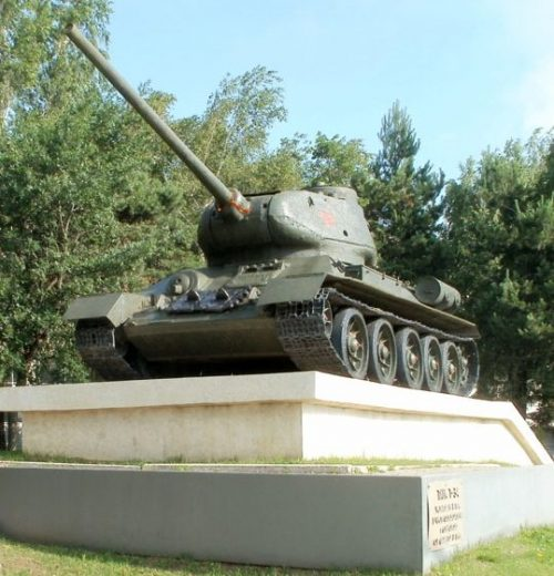 г. Ставрополь. Памятник-танк Т-34 в честь освобождения города от фашистов в 1943 году, установленный в 1978 году.