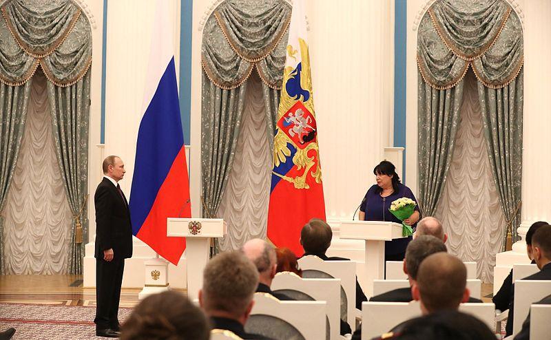 Передача Ордена Мужества внучке А. А. Печерского. Москва, Кремль, 10 марта 2016 года.