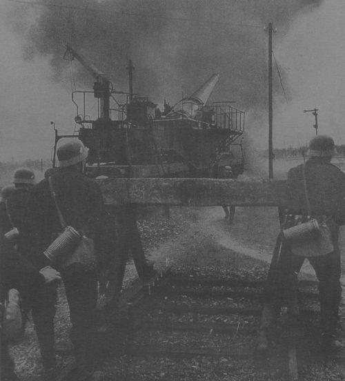 280-мм железнодорожное орудие Krupp К5 (Е) в Па-де-Кале ведёт обстрел Англии через канал. 1940 г.