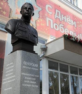 Памятник Александру Печерскому в Ростове-на-Дону.