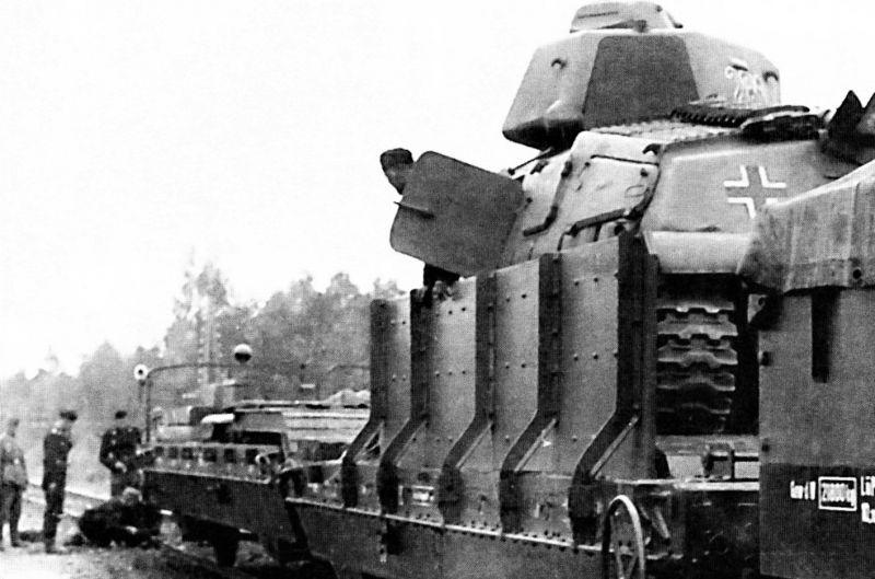 Бронепоезд №28 во время вынужденной остановки. Август 1941 г.