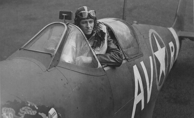 Капитан Дон Уиллис в кабине своего истребителя Spitfire Mk.Vb. 1942 г.