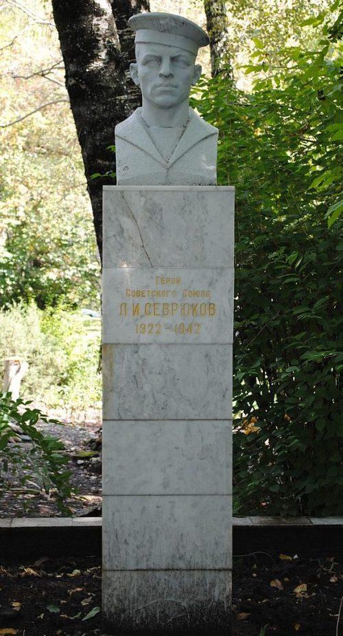 г. Ставрополь. Памятник Герою Советского Союза Л. Севрюкову.