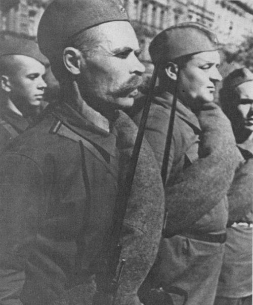 Ленинградский ополченец Т.С. Кутузов в строю. Июль 1941 г.